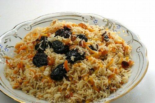 Рис с овощами и черносливом