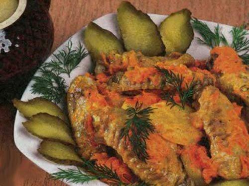 Крылышки с картофелем в горшочках