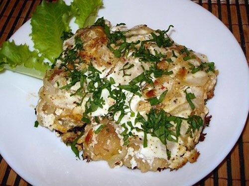 Рыба запеченная в сметане с сыром