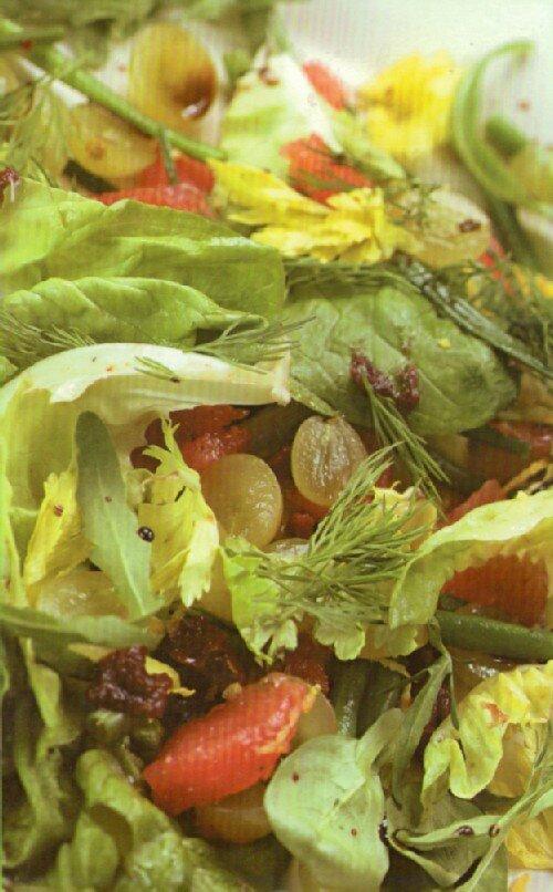 Салат из фасоли с грепфрутом и виноградом
