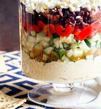 Греческий салат с хумусом